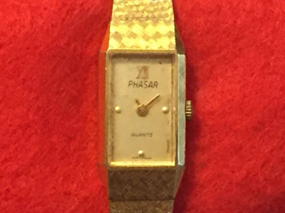 Gorgeous Vintage Womens Watch, Guess Watch, Gold Color Case, Gold Color Band, G Lugs, 1980s, Quartz Battery, Working Great