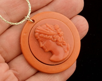 1950s Plastic Cameo Pendant Necklace Reversible Mirror Kitsch ~ Lot 1560