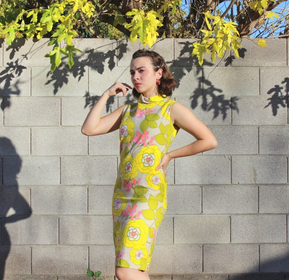 1960s Vintage Mod Collared Dress