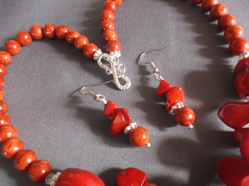 Women/'s natural Red coral triangle gemstone pieces w red bamboo coral gemstone red coral barrel silver accent S clasp necklace earring set