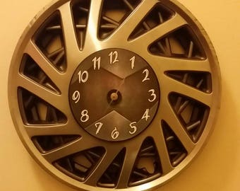 """16.5"""" Hubcap clock finished with number"""