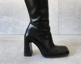 27d8f8766a7 90 s Tall Black Chunky Leather Boot   Vintage Knee High Boot   Zip Up Boot    Size 7.5