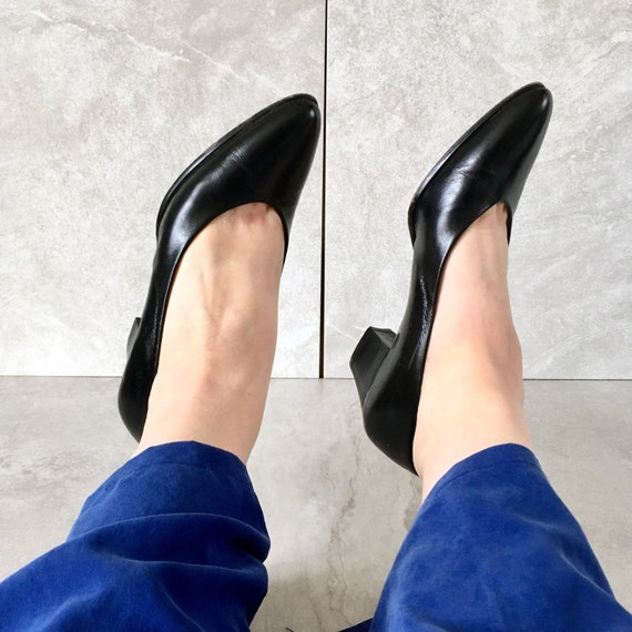 a589bcd70c413 80's Black Leather MINIMAL Heels / Vintage Pointed Toe Flats / Womens 8.5N,  7.5-8