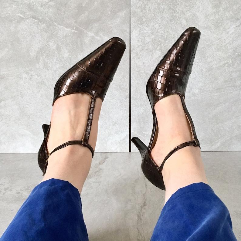01f26bd479b8f CLEARANCE 90's Croc Gold Bronze Mary Jane Heel / T-Strap Sandal / Size 9B