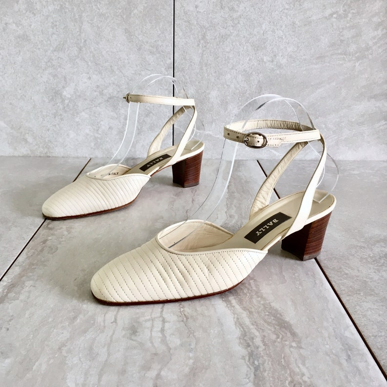 7bfddd381a6c4 CLEARANCE 90's Cream Strappy Sandal / Vintage Block Heel / Size 7