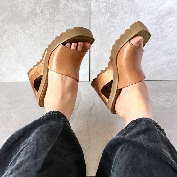 90 90 90 ' s marron en cuir plate-forme Wedge Sandal / Vintage Slide / découpe compensées / taille 8 M | De Haute Sécurité  cb115c