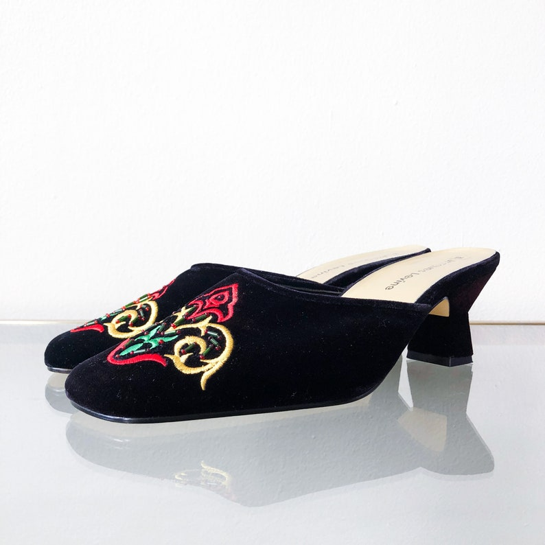 3ed845d29190b 90's Black Velvet Embroidered Mule / Kitten Heel / Size Size 8 8.5