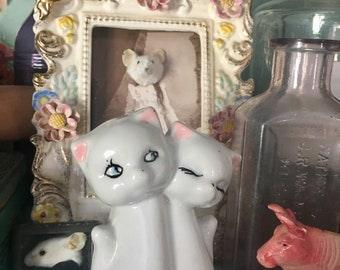 I Can't Tell If This Vintage Cat Figurine Is Two Cats Sitting Very Close Or Siamese Twins