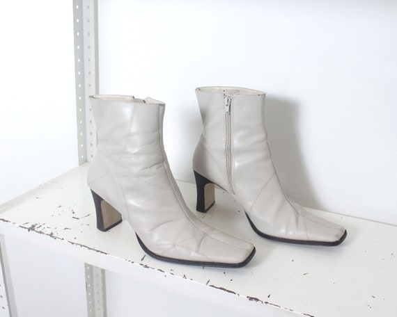 90s white minimal ankle boots 11 - image 6