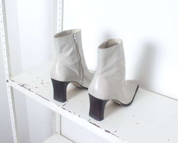 90s white minimal ankle boots 11 - image 3