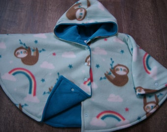 Car Seat Poncho Size 2 Sloth with Teal Fleece Lining With a Snap Front Closure and Wrist Snaps