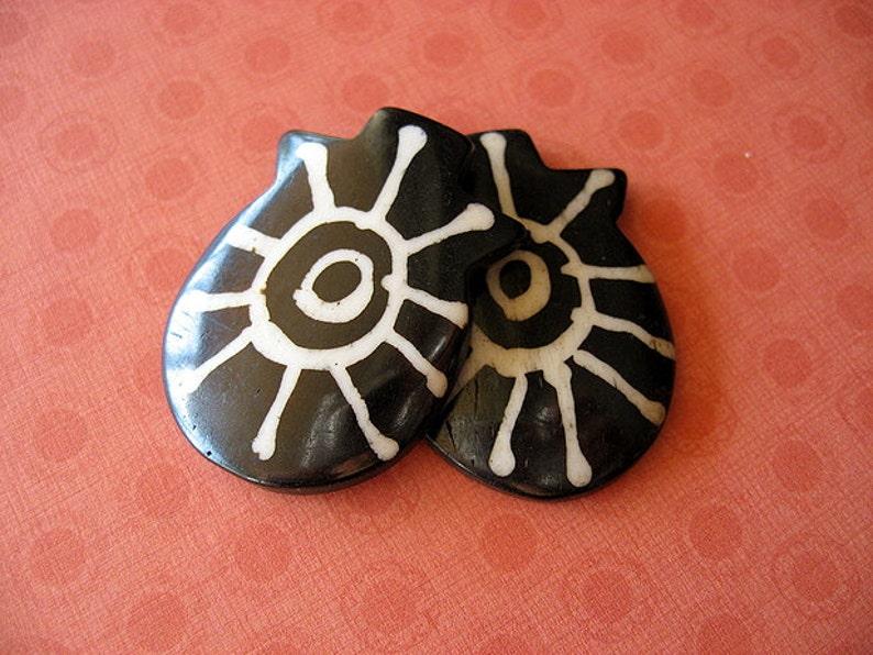natural pendant pendant bead,tribal bead 1pc Dyed Bone Tribal Focal Bead Pendant P16 tribal pendant