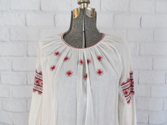 Vintage Hungarian cotton blouse with red embroider