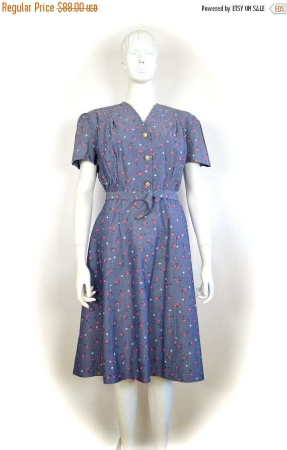 ON SALE 50s dress: 50s floral print / slouchy 50s
