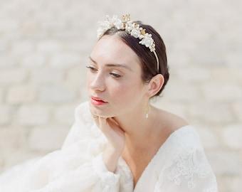 ELIZA Bridal Crown, Floral Tiara Bridal, Wedding Crown for Bride, Flower Headpiece, Bridal flower headband, flower tiara