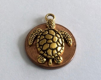 Sea Turtle, Hawaiian Honu Pendant/Charms in Antique Gold Finish. Set of 5