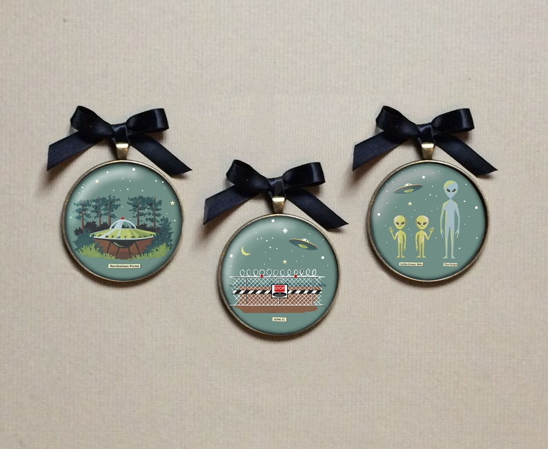 Flying Saucer Ornament UFO Set 2 Christmas  Aliens image 0