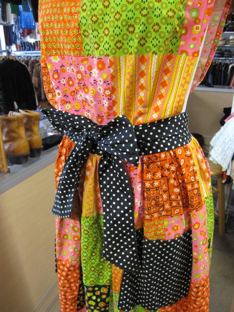 b24377715 Delantal vestido / vestido Patchwork / / ropa Hippie / coloridos / / ropa  Boho bohemio / algodón / vestido Maxi de la década de los 70, 1970 / / XS  ...