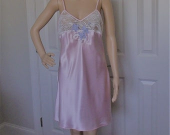 Maryann s Boutique Size S M Short Nightgown Nightie Pink Satin w Lace e63da0990