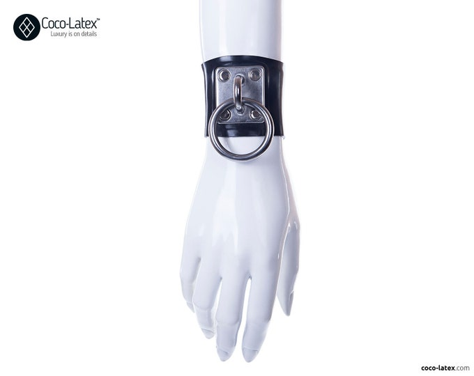 Morgana O Ring Wrist Cuff
