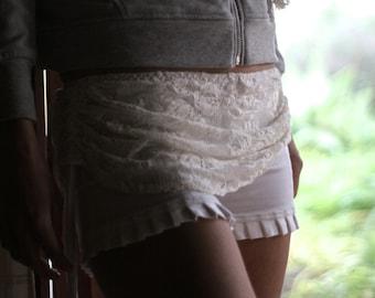 BETSY minI shorts, yoga shorts, Mini Shorts, Mini skirt, White shorts, Festival Shorts, Ruffled shorts, Shorts.