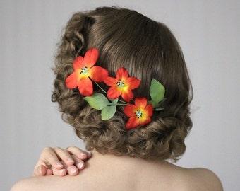 """Blumen Sie-Girlande für Haare, Orange Fascinator, rote Blumen Kopfschmuck Kapuzinerkresse Haarspange, Haar Kranz Clematis 1950er - """"Eine Oktober-Affäre"""""""