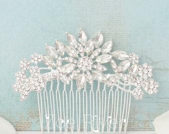 Silver crystal bridal hairpiece. Elegant wedding hair comb. White clear bridal hair clip. Dainty bridal hair comb. Flower hair clip