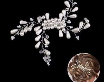 Silver and ivory crystal bridal hairpiece. Elegant wedding hair comb. White clear bridal hair clip