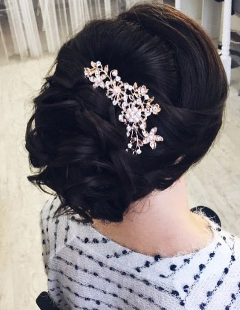 Rose gold crystal and pearl bridal hairpiece. Elegant wedding image 0