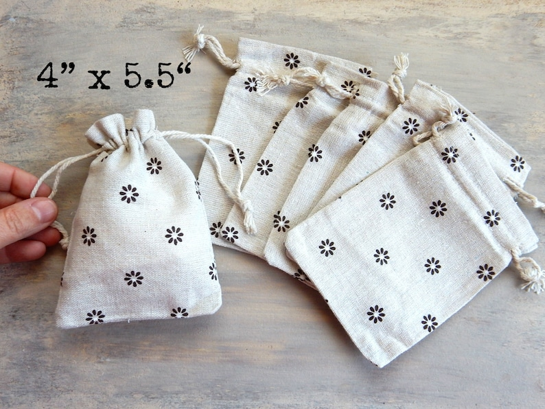 8 Small Flower Power Natural Cotton Muslin Bags Floral Country Rustic Style Gift Soap Jewelry Wedding Party Pouches Drawstring Favors Bag