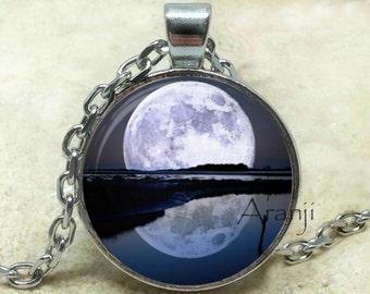 Luna llena arte colgante, collar de luna, colgante Luna, colgante de luna grande, colgante de espacio, Luna, sci fi colgante, colgante #SP199P