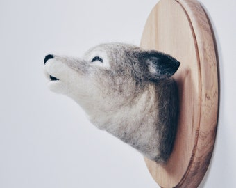 Howling Wolf - Faux Taxidermy Needle Felted - Wall Mount