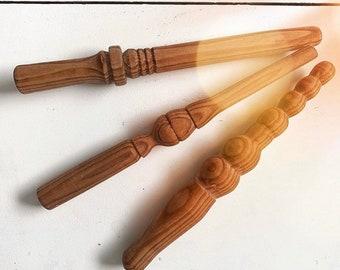 Amber Home 20 St/ück 44,5cm Wei/ß Kleiderb/ügel aus Holz Robust und Gl/änzend Aufh/änger f/ür T-Shirt Hemd Mantel Kleid Tr/ägertop mit Nut und Chrom Haken