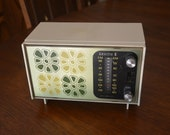 Mod 1970 39 s Zenith White Green AM FM Solid State Transistor Table Top Radio Flower Power