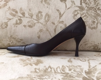 ef51dfc1f Gucci Pumps ~ Pointed Toe Heels~ Dark Brown Leather ~ Perfect Condition -  Still Smells New! ~ Size 9 1/2 B ~ In Box with Sak's Receipt!