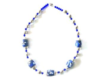 Single strand blue silver short necklace