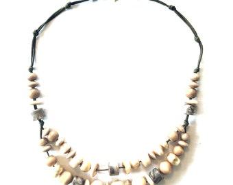 Beige gold bold necklace