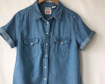 dbcbfd4dd1b Vintage LEVIS denim shirt Red tab shirt 90s Pearled snap buttons Short sleeve  Jean Shirt Womens Workwear Levis Pocket shirt size L