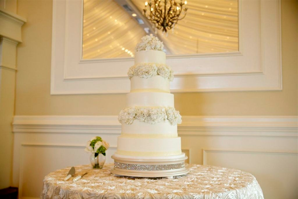 22 inch Ivory Pearl Diamond Bling Wedding Cake Stand