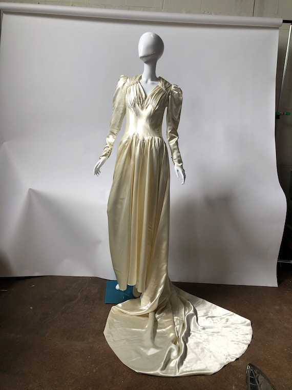1940's Custom Made Wedding Dress Complete With Wed