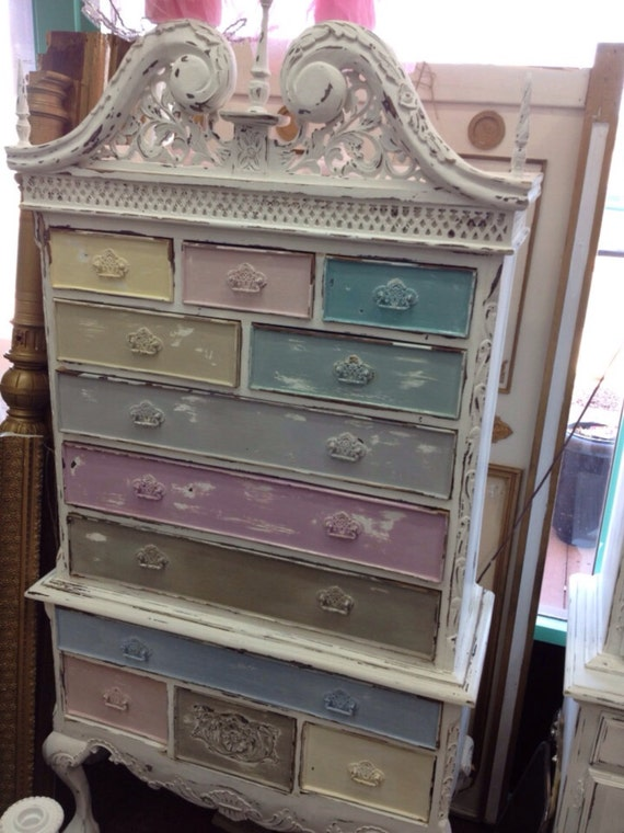 Vintage Inspired Shabby Chic Multi Colored Queen Anne