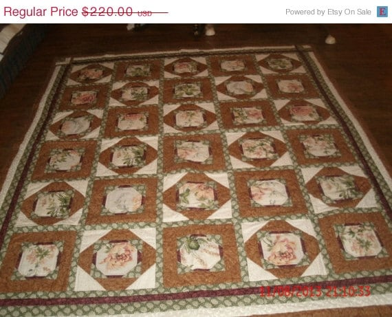 Beautiful green red tan flower patterned quilt