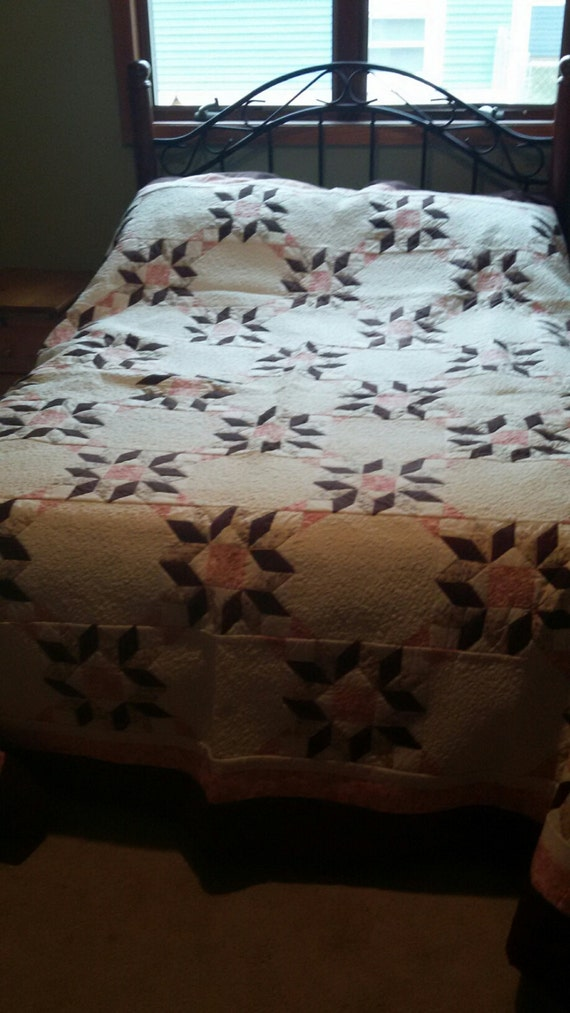 Stunning brown and pink starburst quilt - full Sized