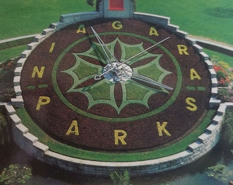 Niagara Parks Flower Clock.  Unused Vintage Postcard - Niagara Falls Memorabilia