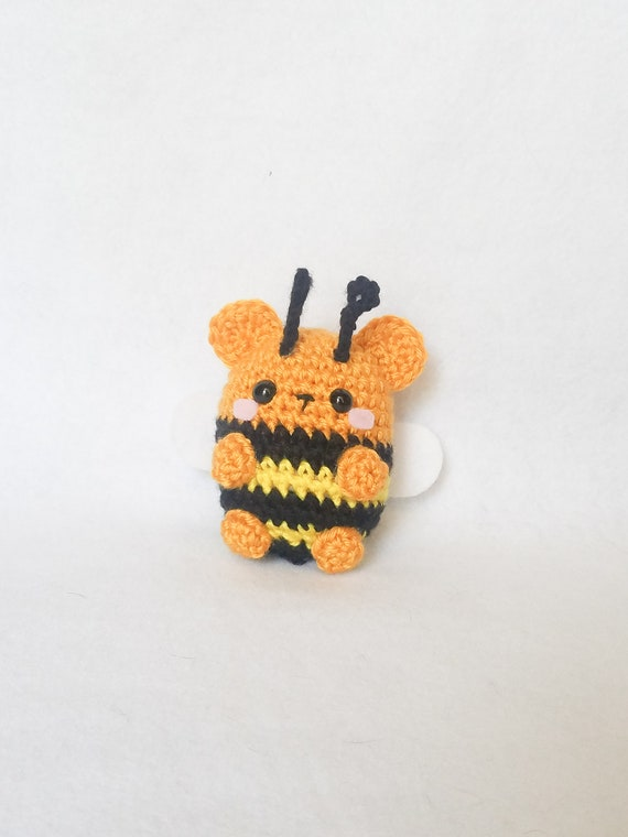 Crochet bee pattern — Free written pattern and video tutorial | 760x570