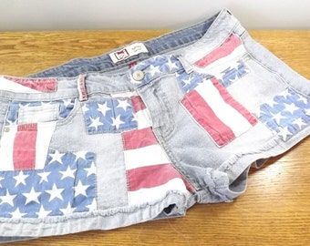 Lei Ashley Lowrise Stars Stripes Flag White Blue Jean Stretch Folded Shorts 9 For Sale Shorts