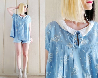 9b23bff629c14 1950s Periwinkle Blue Floral Maternity Top   Vintage 50s Light Blue and  White Collared Trapeze Blouse   Women's Maternity Clothing Medium