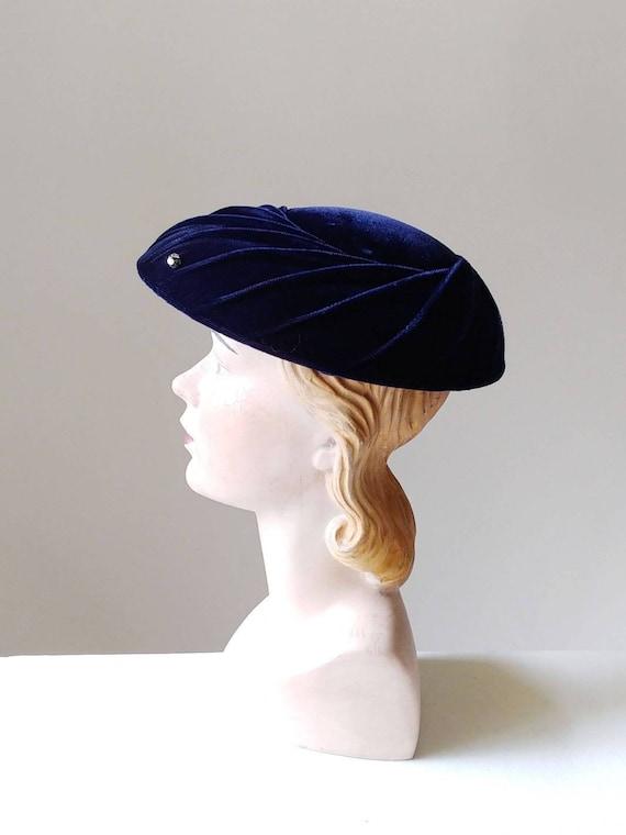 1950s Midnight Blue Velvet Saucer Hat | Vintage 50