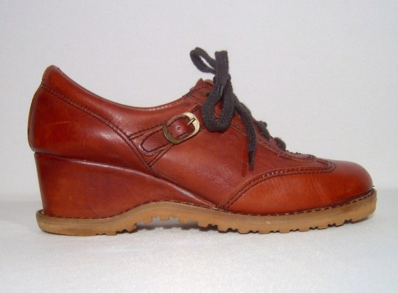 Size 6.5 ~ Classic Connie 1960s 1970s oxblood ches