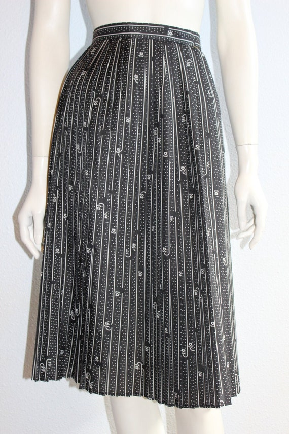 Dainty Alex Coleman, 1960's Black Floral Pleated S